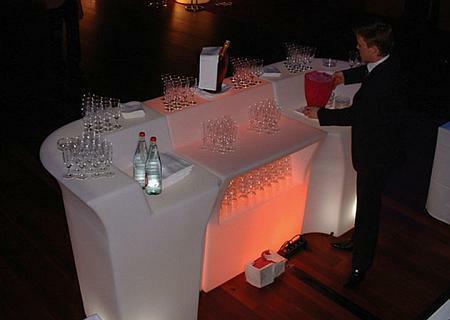 JUMBO Bar beleuchtet mit JUMBO CORNER Eckelement