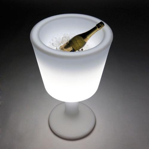 LIGHT DRINK Flaschenkühler beleuchtet mit Eis und Flasche