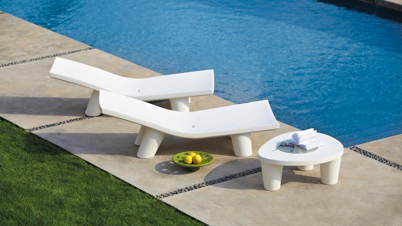 LOW LITA Lounge Gartenliege milky white mit Tisch