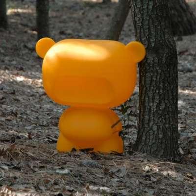 PURE Teddy beleuchtet, orange, im Wald