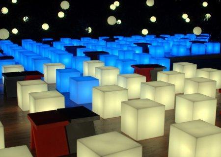 CUBO Leuchtwürfel mit Akku / LED  auf einer Messe