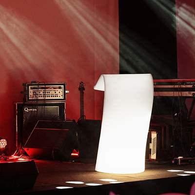 Swish Stehpult beleuchtet auf der Bühne