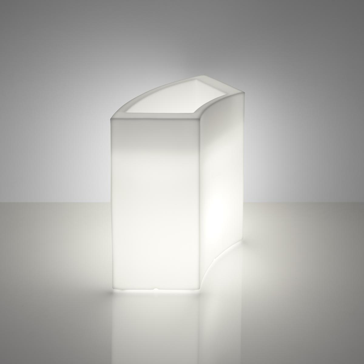 Die Ice Bar, ideal als Flaschenkühler. Kann aber auch mit Pflanzen oder anderen Dingen dekoriert werden.
