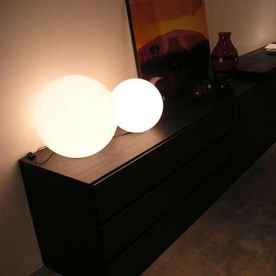 GLOBO Leuchtkugel Indoor 30 und 40 auf Sideboard