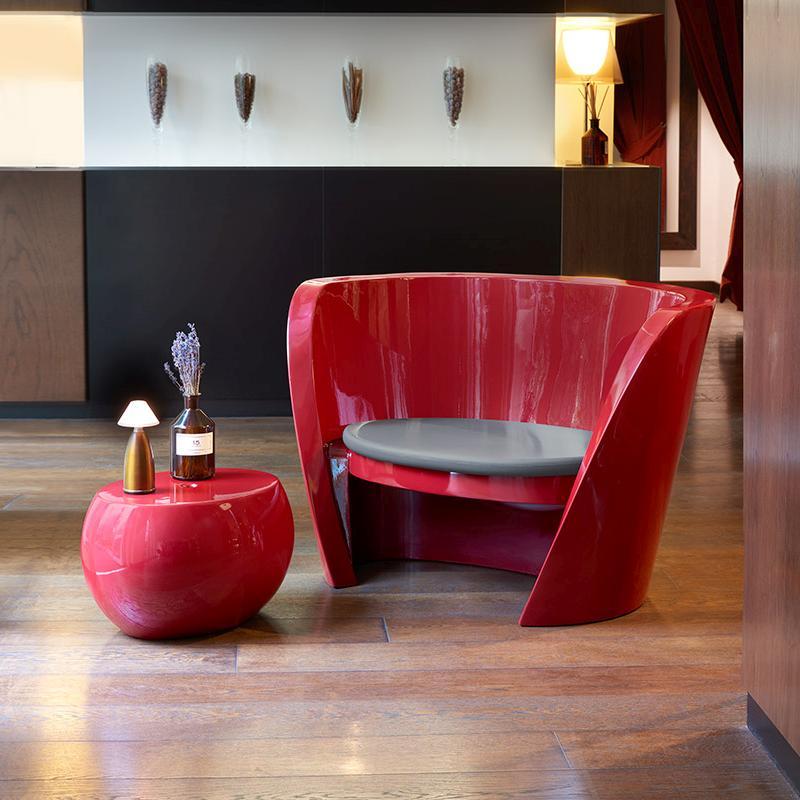 RAP Chair /  Sessel rot hochglanzlackiert mit BLOS Beistelltisch