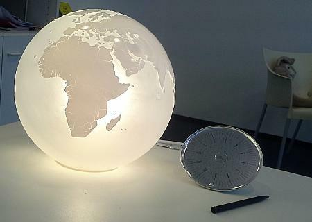 EARTH Leuchtglobus aus Glas mit Lasergravur