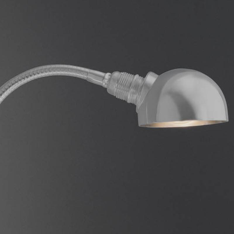 ÄRMEL STEREO Wandleuchte silber mit Halbkugel-Reflektor