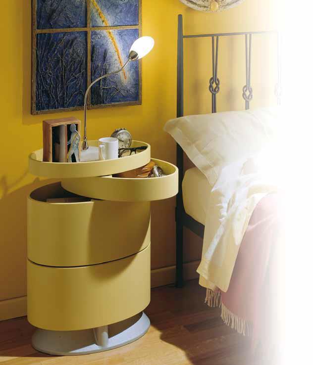 BITTE TOWER Kommode mit ovalen Holzboxen neben dem Bett