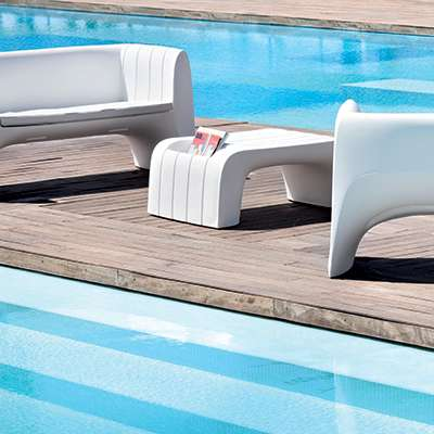 GROOVE Gartentisch auf dem Wasser