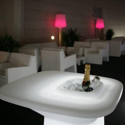 MOMA Gartentische / Stehtische mit Beleuchtung